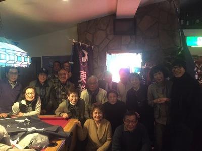 佐藤コーチと共に一同大盛り上がり宴会 (1).JPG